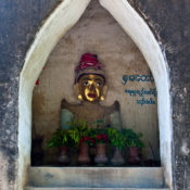 Myanmar ex Birmania, Bagan, Tharabar gate, statua di Nat chiamata Lady Golden Face.